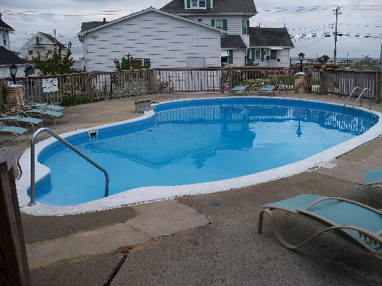 Birchwood Inn : It was a little chilly to swim, but the pool looked nice.