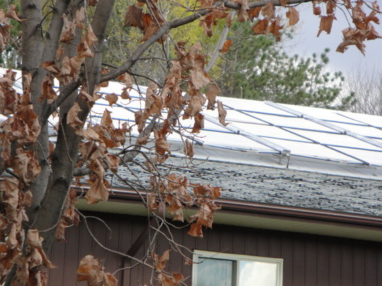 Super 8 Parry Sound: Condition of Roof