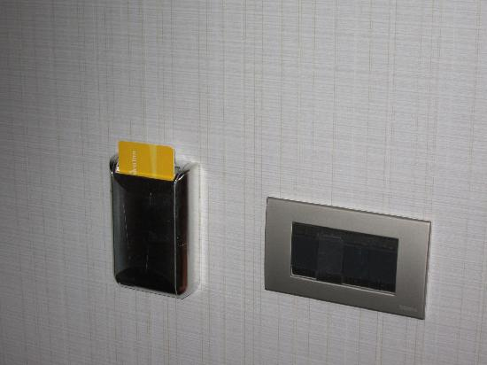 Hilton Garden Inn Santiago Airport: have to have a 'key card' in the slot to make the AC / lights work...