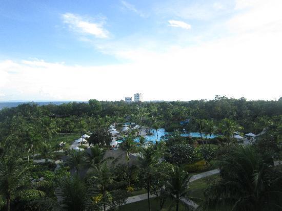 แชงกรี ลา แม็กทัน รีสอร์ท&สปา: view from executive terrace