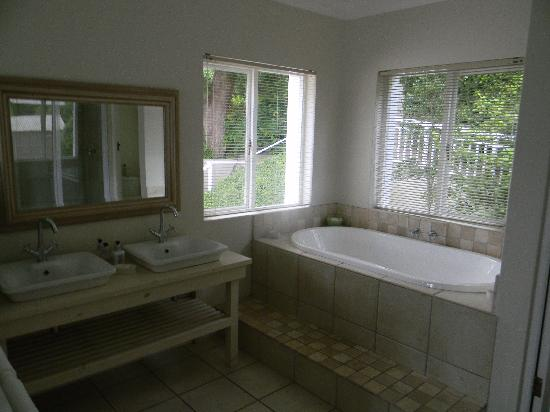 Bridgewater Manor: Bathroom