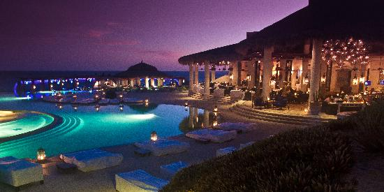 Las Ventanas al Paraiso, A Rosewood Resort: The main pool and restaurant at sunset