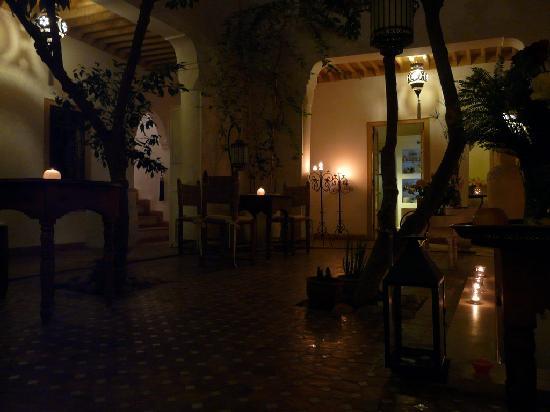 Riad les Orangers d'Alilia Marrakech : Patio de nuit