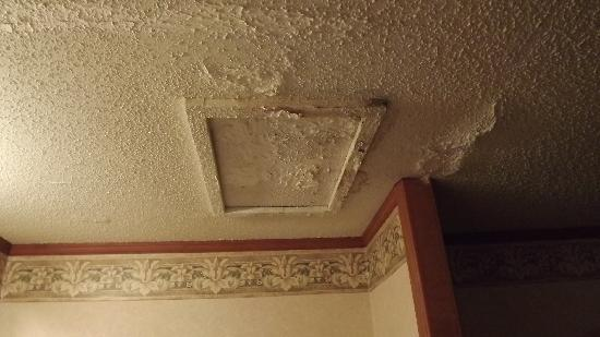 Americas Best Value Inn & Suites - Warren / Detroit: Bad repair job from water damage