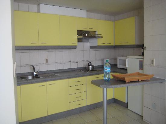 Casa Grande Suites: Kitchenette