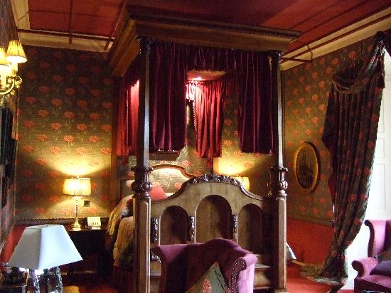 Lumley Castle Hotel: four poster bed