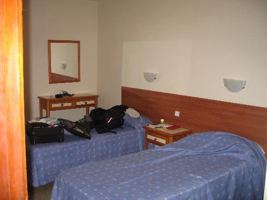 Roca Verde Apartments: Sovrum