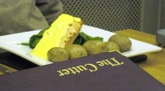 The Cutter Inn: Salmon main course