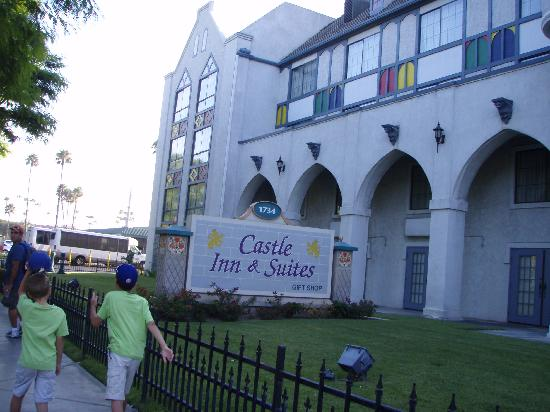 """Castle Inn and Suites: Starting the """"short"""" walk to Disneyland"""