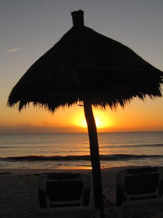 Grand Bahia Principe Tulum : Sunrise on the beach