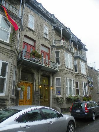 Chez Marie-Claire: La devanture