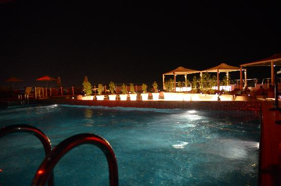 Park Inn by Radisson Muscat : Rooftop Swimming Pool