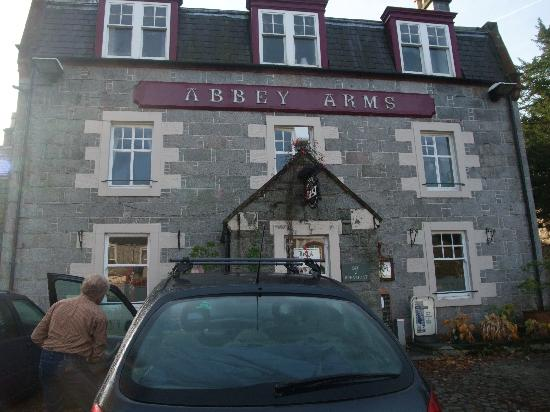 Abbey Arms Hotel: The hotel frontage