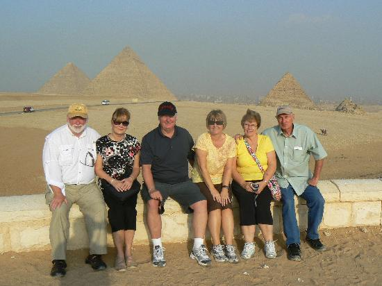 Ramasside Tours - Day Tours: Fun at the pyramids