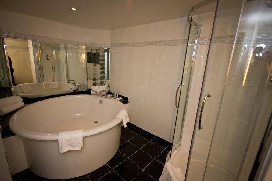 Hilton Belfast: Suite bath