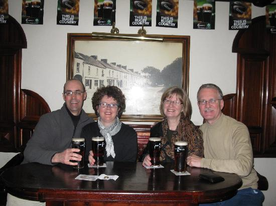 Bill Chawke's Bar: Enjoying our pints!