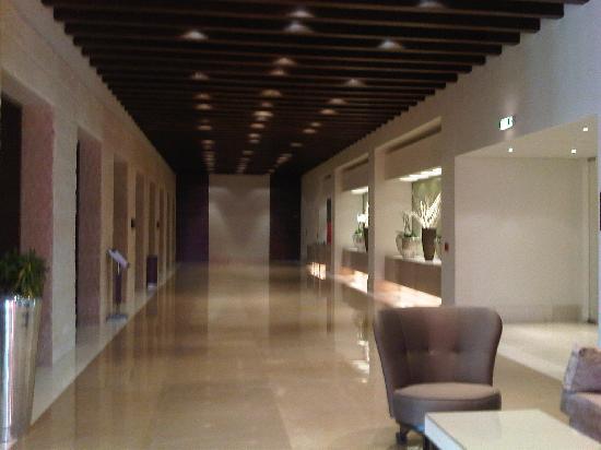 Erbil Rotana: conventions center internal entrance