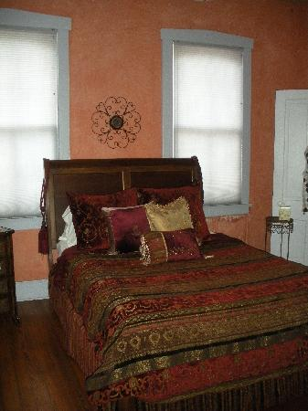 Schiller Guest Suites: Library Suite - Bedroom