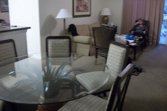 Lake Buena Vista Resort Village & Spa: Dining and living room