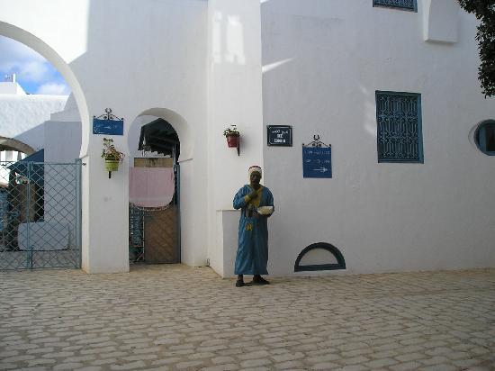 Yasmin Hammamet : A rubbish bin in the medina