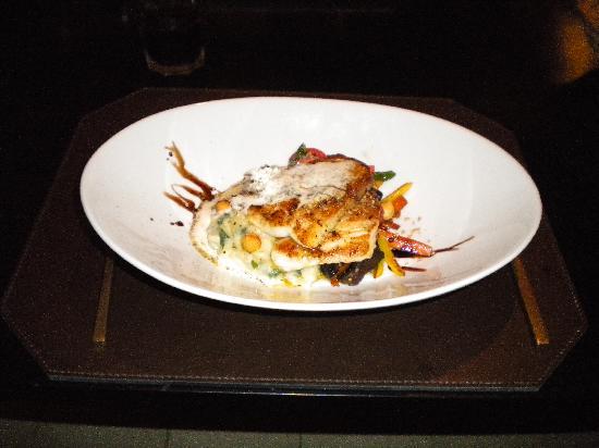 O'Farrell Restaurant : Linguado grelhado com purê de batatas, vegetais salteados e azeite trufado.