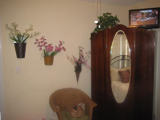 44 Spanish Street: Orchid room 2