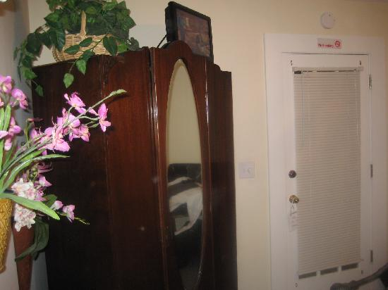 44 Spanish Street Inn: Orchid room 3
