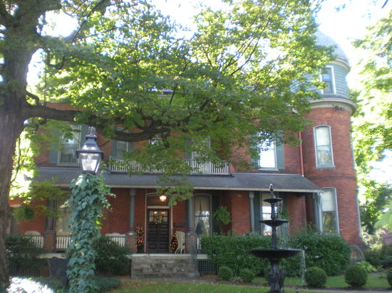 Craig Victorian Bed and Breakfast: Front of B & B