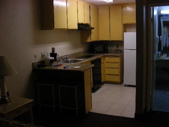 Days Inn Mission Valley Qualcomm Stadium/ SDSU: kitchen