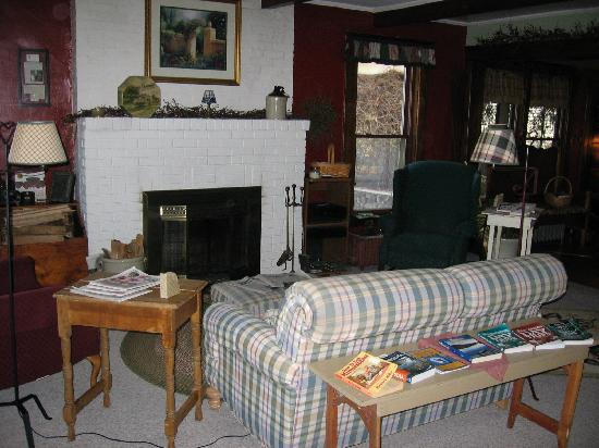 The Arbor Inn : Living Room