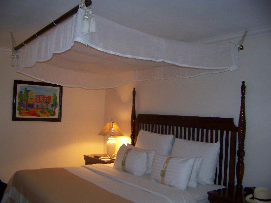 Holiday Inn Express Merida: Wondarful rooms+ Cable TV