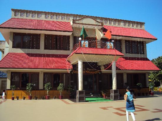 Rasal Beach Resort & Vista Rooms: front view of resort