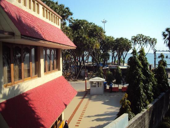 Rasal Beach Resort & Vista Rooms: Balcony view from room