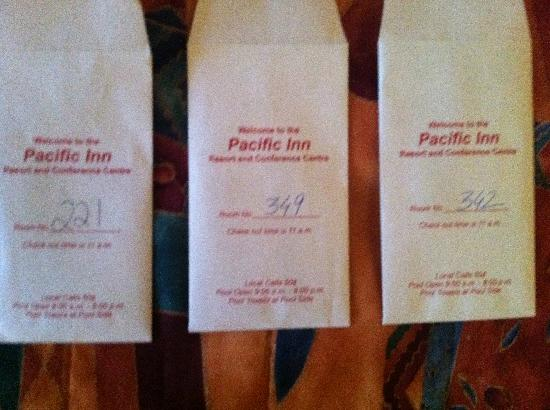Pacific Inn Resort and Conference Centre: 3 different room keys