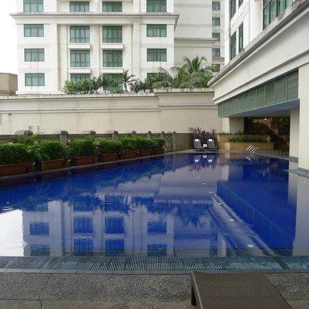 The Ritz-Carlton, Kuala Lumpur: Swimming pool