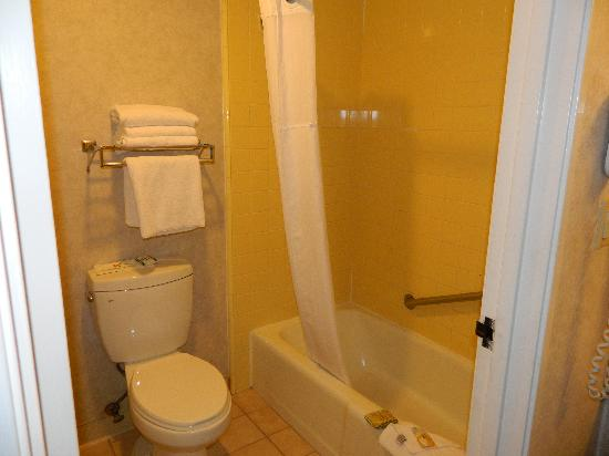 Quality Inn Long Beach Airport: Bathroom