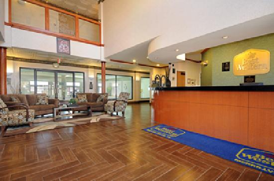 Best Western Inn & Suites Of Merrillville : Front Desk