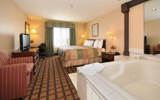 BEST WESTERN Inn & Suites of Merrillville: King Hot Tub Suite