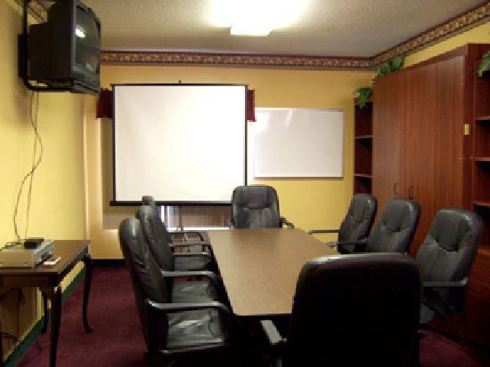 BEST WESTERN Crossroads Inn: Business Center