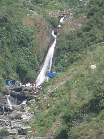 Royal Palace Hotel: Zoom pic of Bhagsu Nag Waterfall
