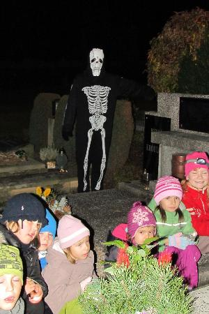Bella Cottage - Chalupa Bella: Children Cemetery Tour with Skeleton ghost
