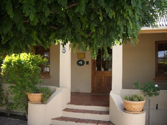 Guesthouse LaRachelle: Front view