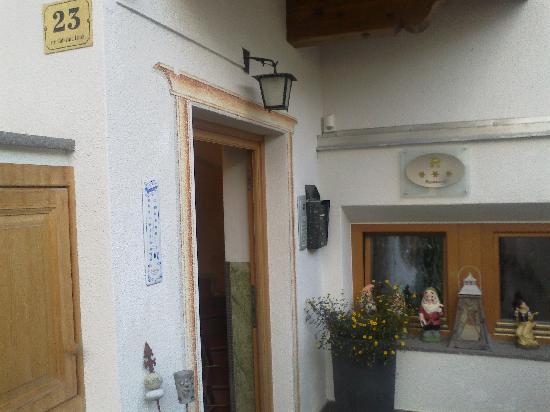Alpine Residence Villa Adler: ingresso della villa Adler