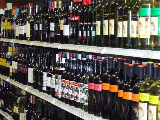 Chef's Corner in Melbourne Beach Market : Really Great Wine Selection !