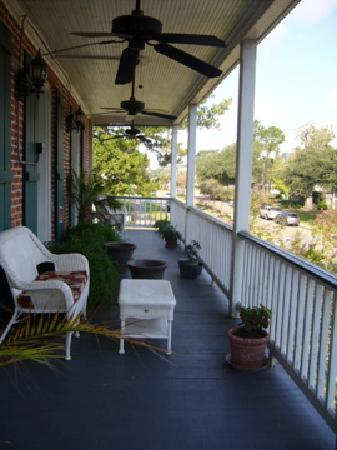 Old Castillo Bed & Breakfast: verandah