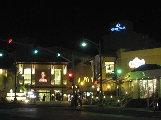 Guam Plaza Hotel: 夜の景色