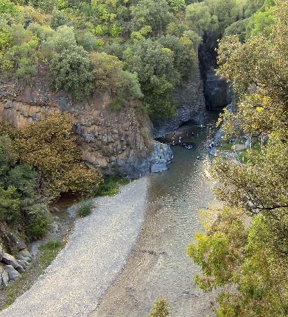 Gole Alcantara Terralcantara: veduta del greto del fiume dall'alto