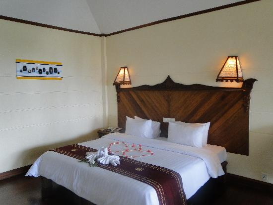 Amazing Ngapali Resort: Deluxe Room Honeymoon Decoration