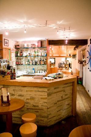 walser schtuba: Bancone Bar