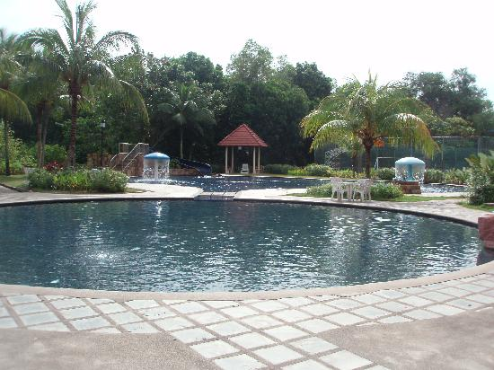Puteri Resort Ayer Keroh: Huge kids swimming pool 0.5m deep